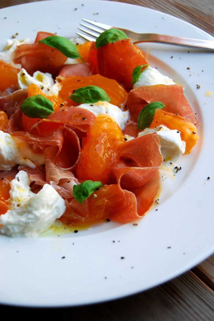 Persimmons, Mozzarella di Bufala, Prosciutto di Parma and Basil ° eat in my kitchen