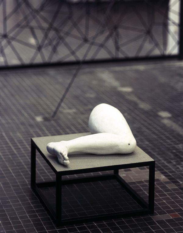 alina szapocznikow, noga, 1962, gips