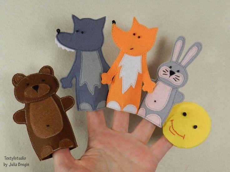 Новые игрушки на пальчики для разных сказок. Шью много, все уже даже не фотографирую. Покажу несколько. Вот в таком количестве у меня на столе поживают дедушки и внучки...и все остальные еще фото