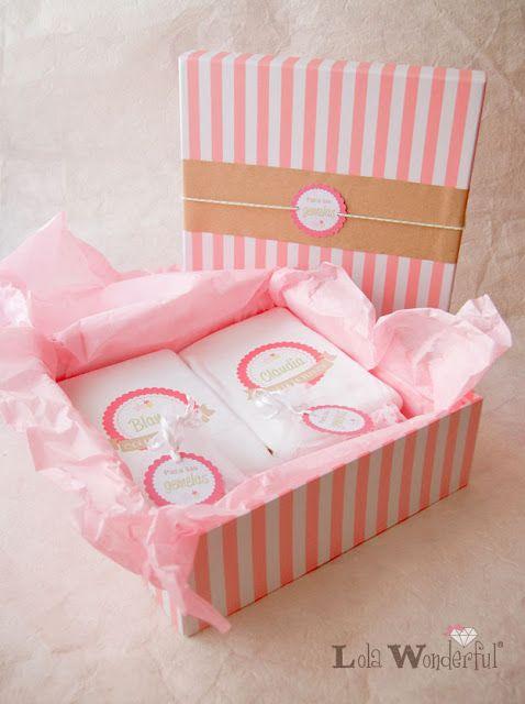 Regalo embarazada: pack ropita y complementos personalizados para unas gemelas y su mami