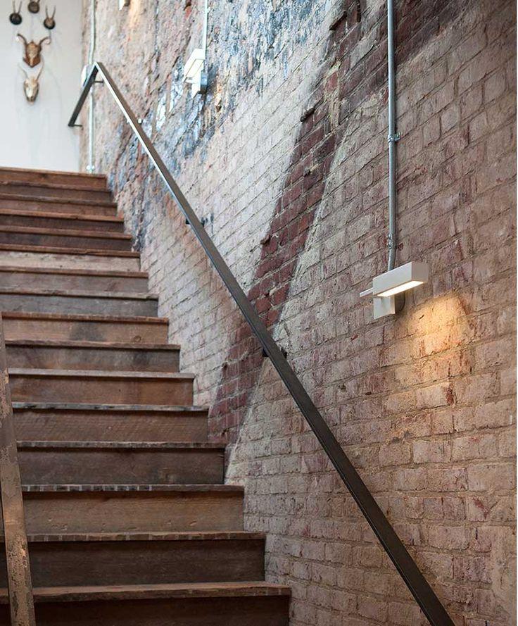 Een industriële wandlamp met minimalistisch design Roomed | roomed.nl