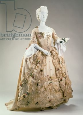 Formal dress and petticoat, 1770-80 (silk), English School, (18th century) / Cincinnati Art Museum, Ohio, USA / Museum purchase: Bequest of R. K. LeBlond, by exchange / The Bridgeman Art Library
