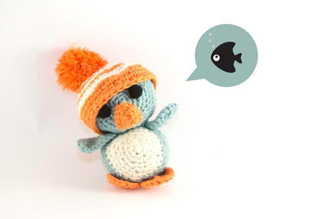 Hier findest du eine einfache und gut beschriebene Häkel-Anleitung für einen kleinen, niedlichen Amigurumi-Pinguin mit einer lustigen XXL-Mütze.