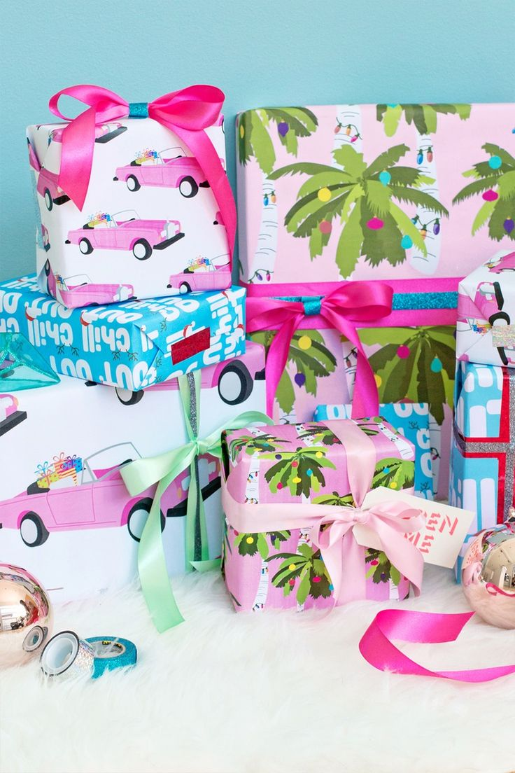 Bookmark this for FREE printable holiday gift wrap that will give you serious island vibes! #partner
