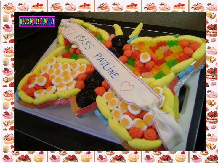 - Gâteau de bonbons assortis , déco en pâte à sucre ...