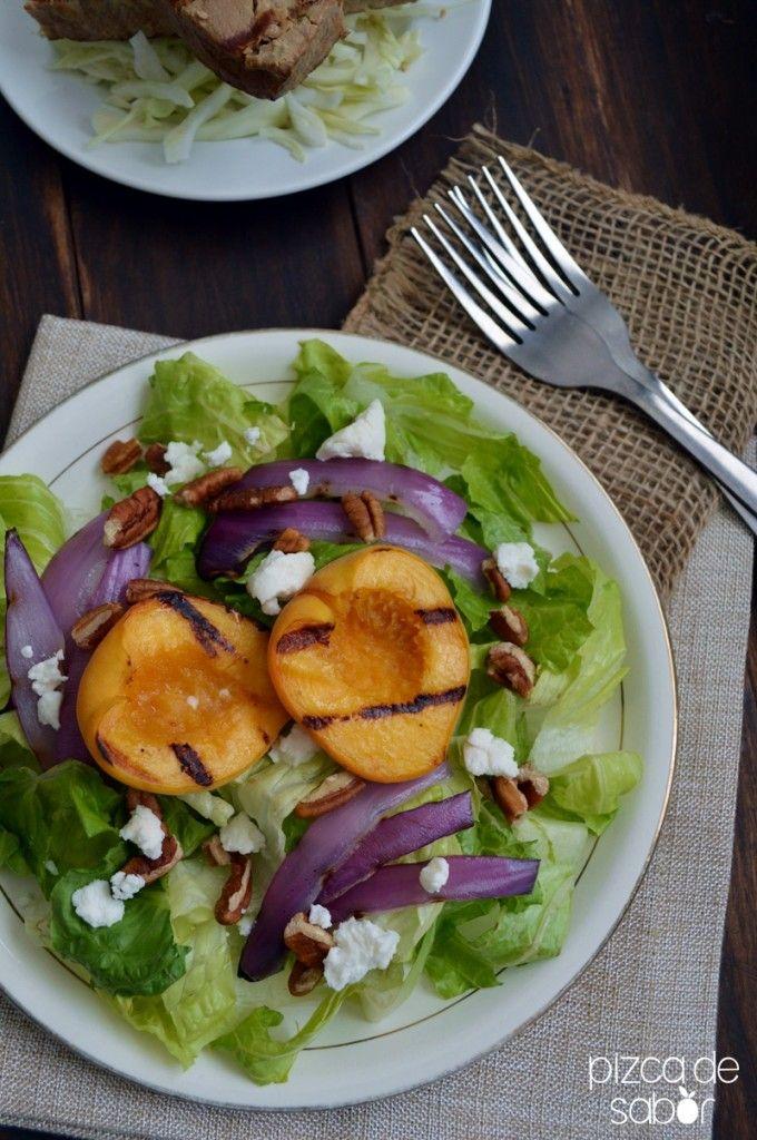 Ensalada con duraznos y queso cabra | http://www.pizcadesabor.com