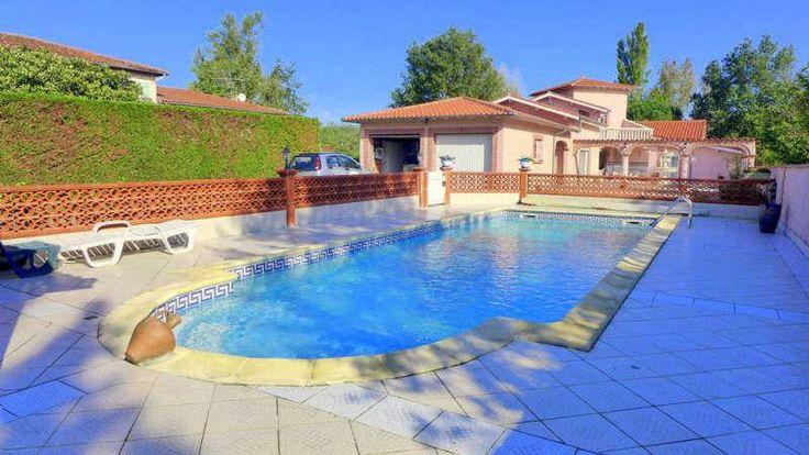 #MONDONVILLE - #Maison de type 6 de 225m² habitables avec garage pour 2 voitures, piscine, terrasses extérieures. Belles prestations. Coup de coeur assuré. www.hexia.fr