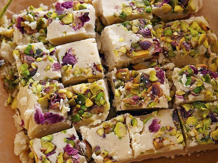 How to make halva with pistachios and rose petals: the perfect homemade Valentine's gift
