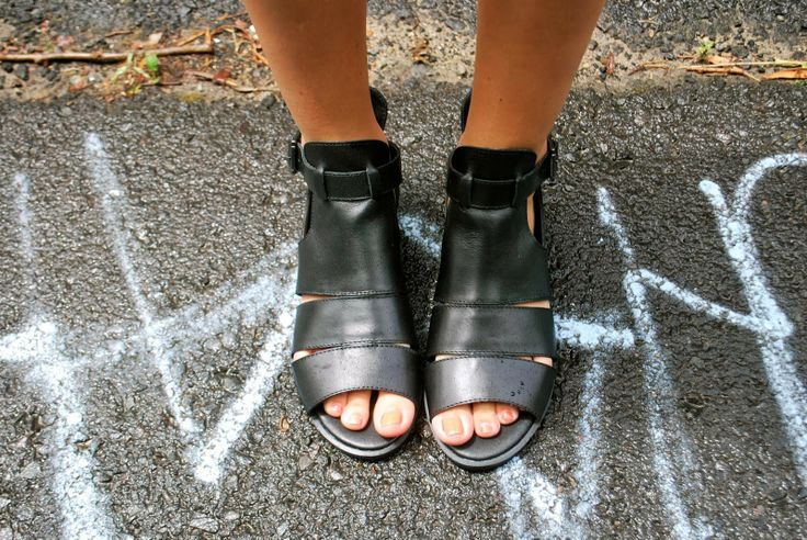 "Lilli from DOWN ALEXANDER wearing the ""Hipster"" sandal."