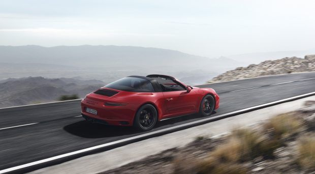 The Porsche 911 GTS are out