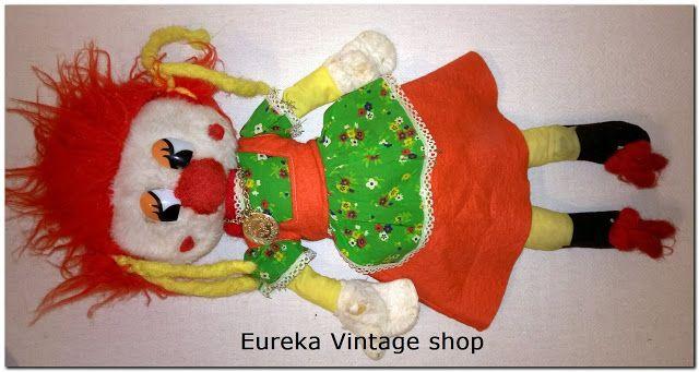Κουκλάκι el greco από την δεκαετία 1970's Σε σχετικά καλή κατάσταση. Φοράει και το μενταγιόν του με το όνομα της εταιρίας. Ύψος  47 πόντους.