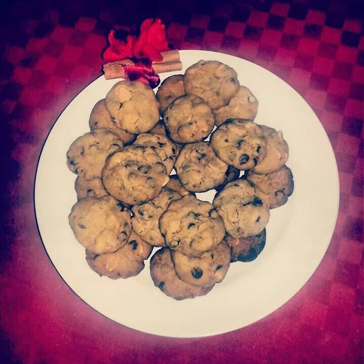 Cookies with peanuts and chocolate