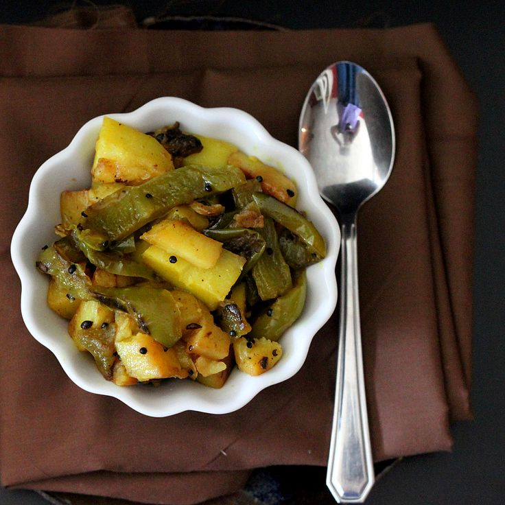 Aloo Shimla Mirch - Potato and bell pepper with mustard and coriander seeds - only a few ingredients, easy to make and SO GOOD! Plus it's vegan.
