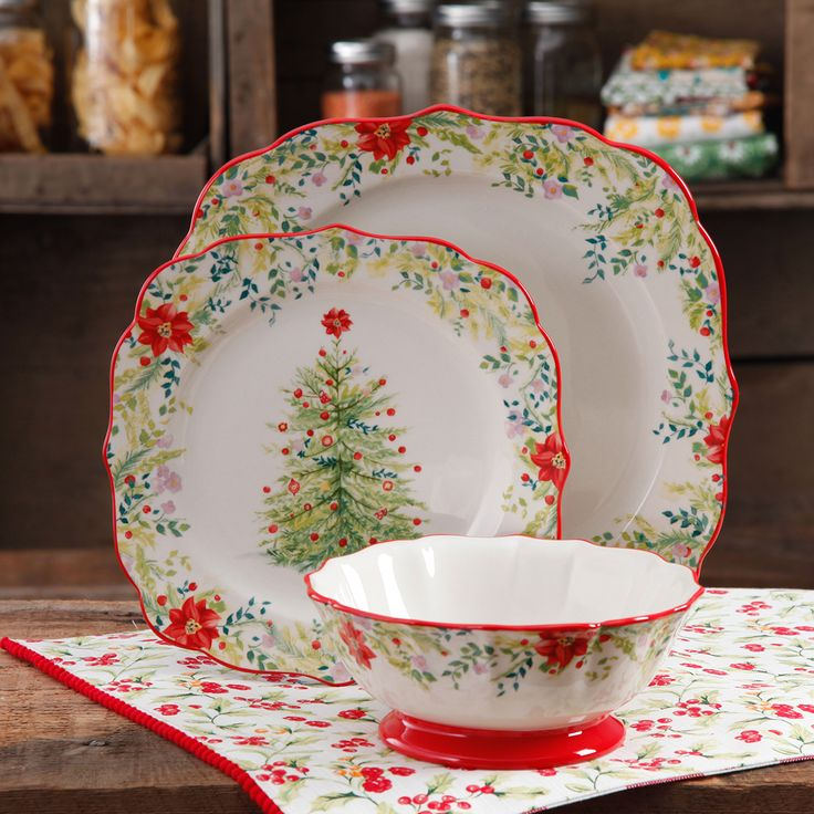 Pioneer Woman Holiday Collection. I love this set of dishes...and the matching mugs....and the matching pie dish...<3