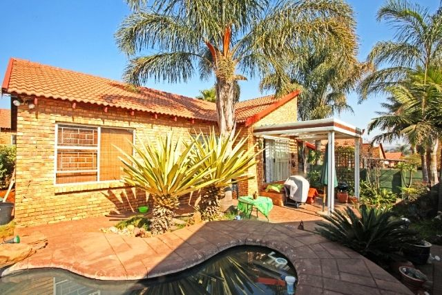 3 Bed | 2 Bath | Pool in Honeydew Ridge Contact me to view Annie  083 600 2185 antoinettem@everitt.co.za