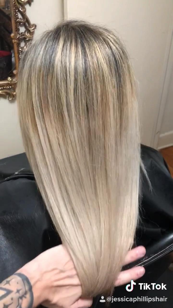Video Platinum Blonde On 5 Month Black Roots Di 2020 Highlight Pirang Balayage Ide Warna Rambut