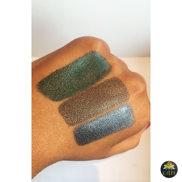 CITRI STARLIGHT. 10 highly pigmented loose glitter shadows perfect for a night out.