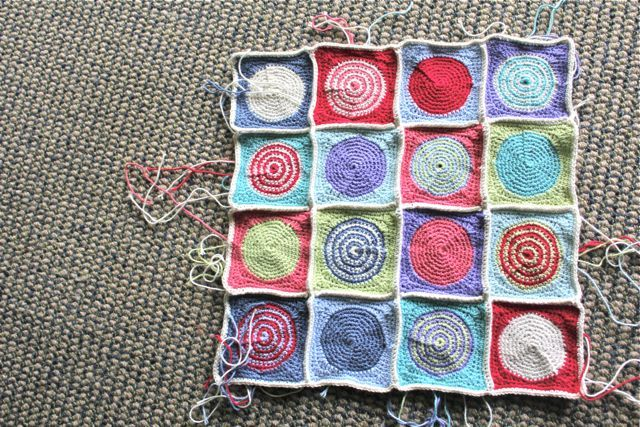 little woollie: Polkadot Square Pattern ( at last)