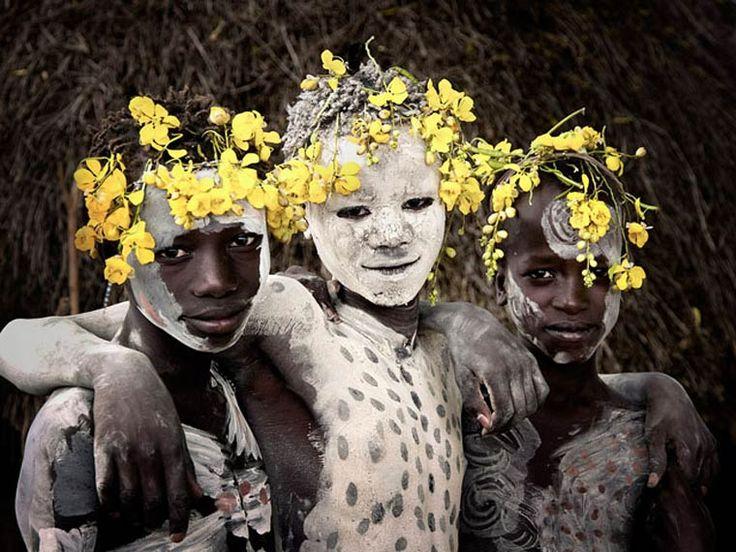 Avec son projet Before They Pass Away, le photographeJimmy Nelson a passé trois ans, de 2010 à 2013, à rendre visite auxtribus en voie de disparition à