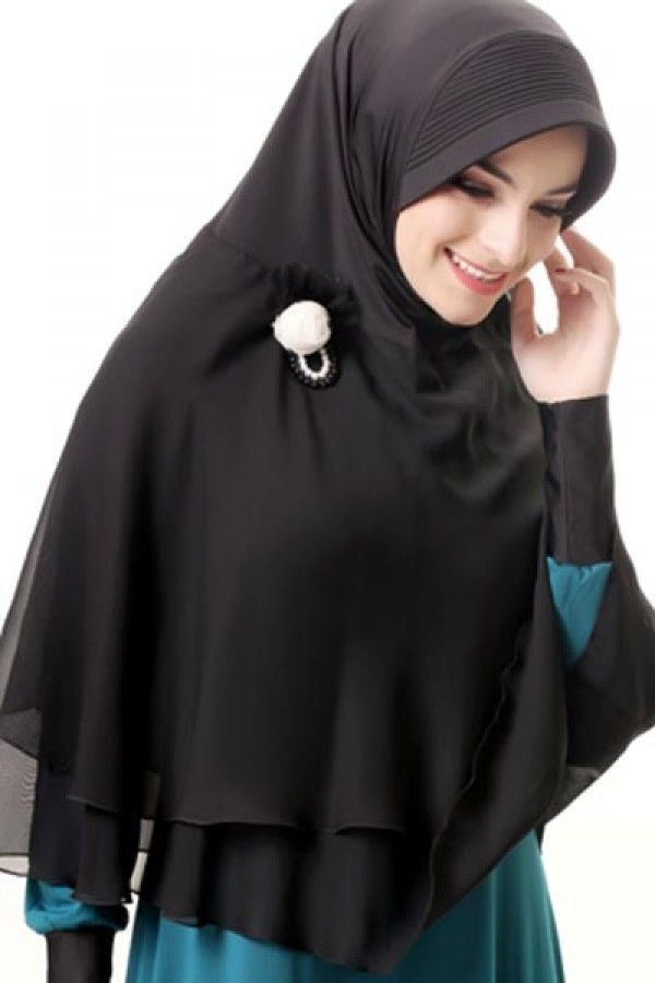 Azka Hijab B06 - Black Rp. 119.000 Bahan : Spandex berlapis chiffone. Variasi : Bergo panjang polos dan simpel dengan ruffle kombinasi bahan chiffone yang bersusun dibagian bawah nya yang unik, Cocok digunakan untuk acara santai maupun formal stylish dan tetap syar'i. TIDAK TERMASUK BROS. Ukuran : Menutup Perut (panjang dari dagu sampai bawah 87 cm.) Order sms/wa 082328384495