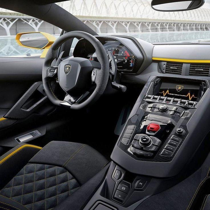 Lamborghini Aventador S 2017 Versão reestilizada do superesportivo que também ganhou uma atualização no motor: 6.5 V12 aspirado ganhou 40 Cv extras e agora rende 740 CV com torque de 690 Nm a 5.500 rpm. Faz de 0a100 km/h em apenas 2.9s com máxima de 350km/h. Transmissão automatizada de dupla embreagem e sete marchas que gasta apenas 50 millisegundos nas trocas. #CarroEsporteClube #Lamborghini #aventadorS