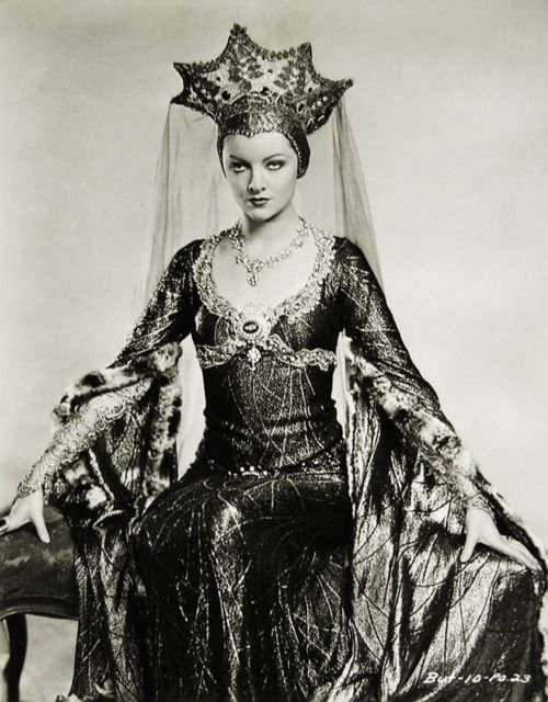 """Myrna Loy in """"A Connecticut Yankee"""" 1931"""
