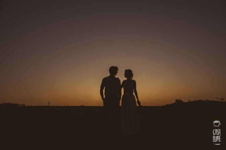 Quando começaram a planejar o seu casamento, a Carol e o Samuel tinham uma certeza: queriam algo muito pessoal e cheio de significado. Não queriam uma festa que olhando de fora pudesseparecer o casamento de qualquer pessoa, queriam algo que os refletisse como pessoas e casal. Sonhavam com algo leve,próximoda natureza, sem muita pompa…algo simples ...