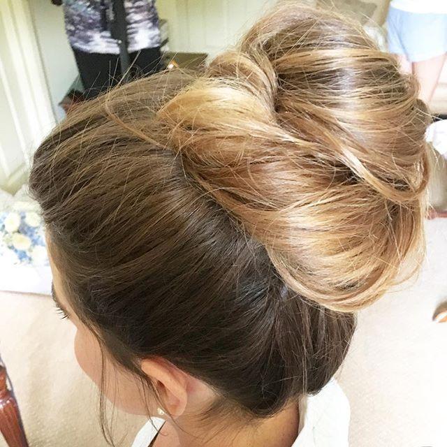 Bun goals! ✨Today's bridesmaid had a lot of fabulous hair  My favourite! #siansharkeyhairstylist #weddinghairstylistdublin #instahair #bride #bridesmaidhair #modernsalon