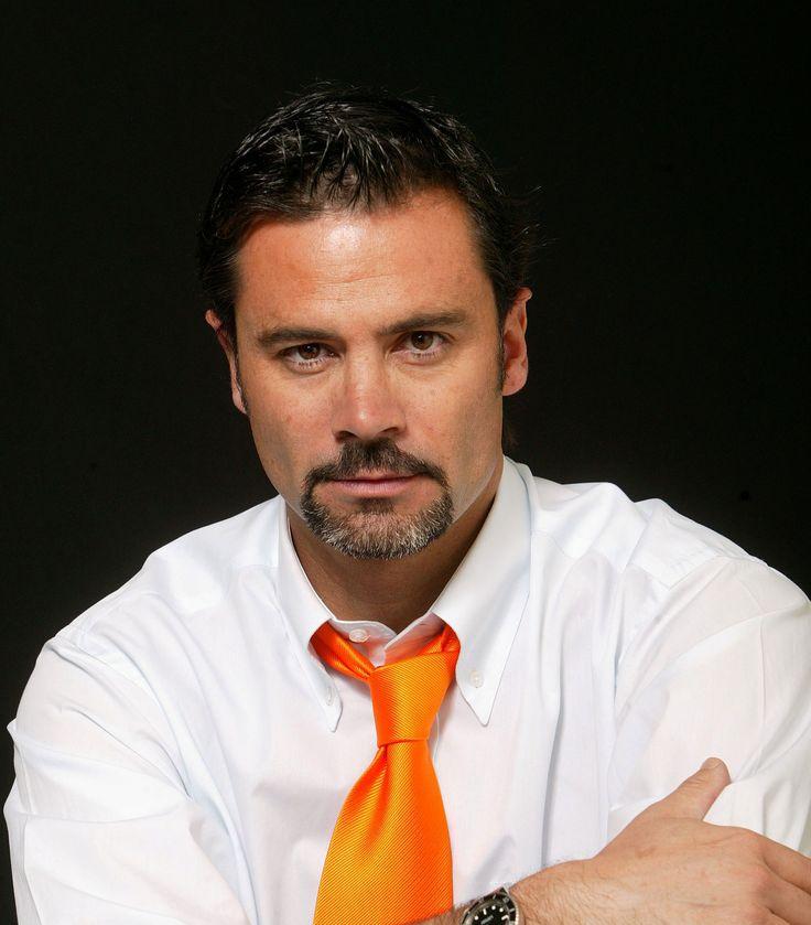 Felipe Camiroaga (animador chileno) (8 de octubre de 1966 -2 de septiembre de 2011) fue un comunicador, actor y presentador de televisión chileno, uno de los más reconocidos de la televisión de chilena.