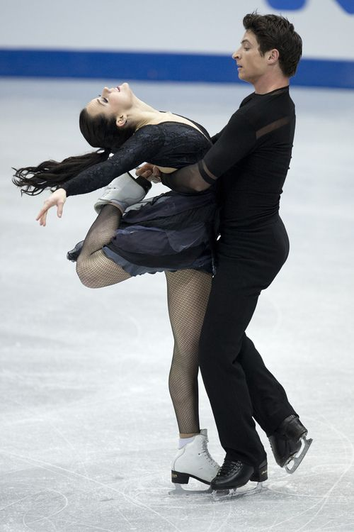 Tessa Virtue and Scott Moir Figure Skating Sochi 2014--check those blades--touching and still standing