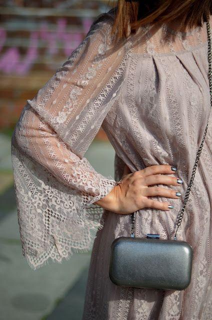 Lace dress details