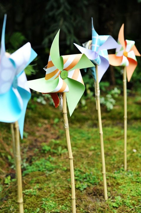 Create these cute pin wheels with your favorite patterned paper. #papercrafting #pinwheels: Picture, Papercraft Pinwheels