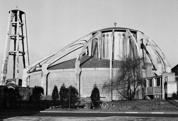 Gottfried Böhm, Saarbrücken-Rodenhof, Katholische Pfarrkirche St. Albert, 1952-55, Außenansicht. Foto: LPM, Saarbrücken-Dudweiler