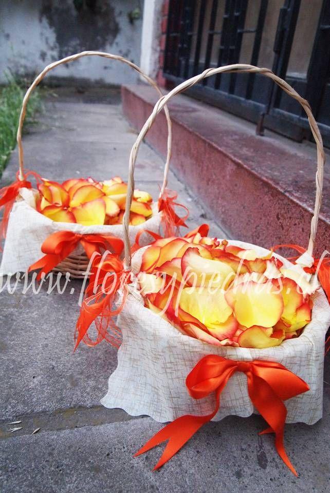 Cesta pétalos Flores y Piedras www.floresypiedras.cl