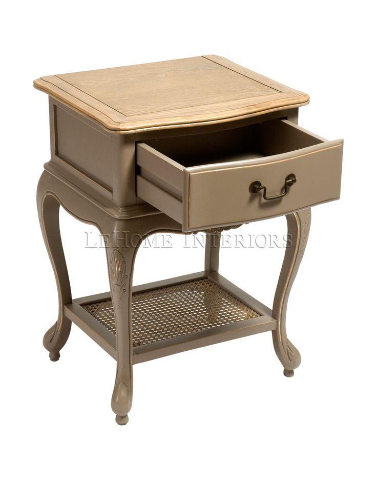 Тумбочка Royal Nightstand. Тумбочка в стиле французский Прованс, каркас и выдвижной ящик выполнены из массива тополя, топ - из массива ясеня. Нижняя полочка выполнена из ротанга. Фурнитура выполнена из меди.