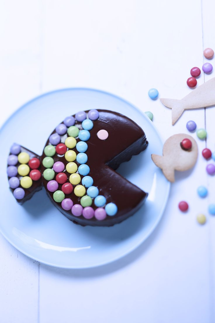 Gâteau poisson au chocolat et bonbons pour 8 personnes - Recettes Elle à Table
