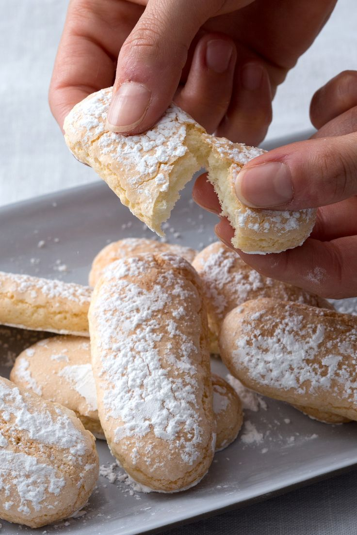 Savoiardi: il Maestro pasticcere Paolo Sacchetti ci mostra come preparare il soffice e versatile biscotto, protagonista del tiramisù.  [Italian Savoiardi cookie]