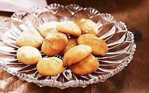 Drömmar är så spröda att de smälter på tungan. Smaksätt degen med kryddor, citronskal eller choklad, så har du skapat din egen dröm.