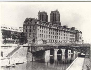 Photographie de l'Ancien Hôtel Dieu et Notre Dame de Paris en 1865.