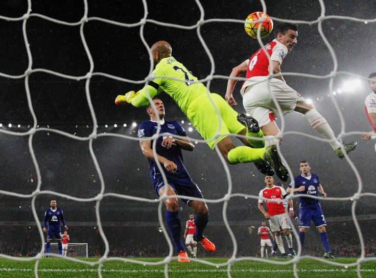 Laurent Koscielny scores a goal past Tim Howard -- Arsenal 2 -- Everton 1 (10-24-15)
