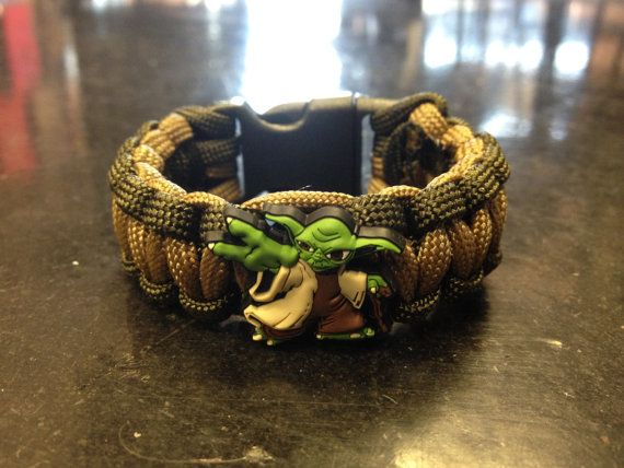 Paracord bracelet with Yoda symbol