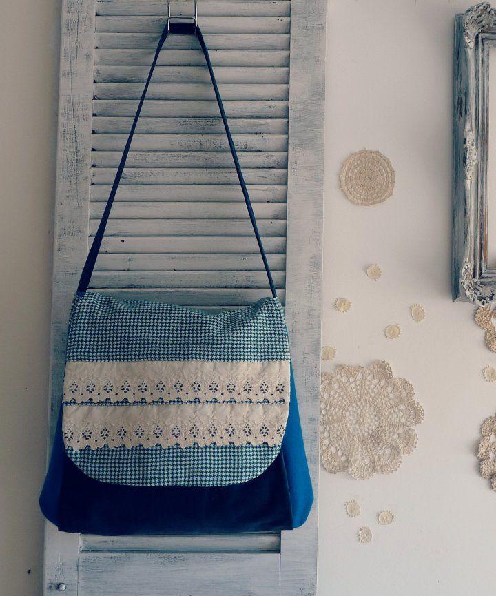 Cada MORRAL...está confeccionado vibrando con la energía de su futur@ dueñ@  Recuperando textiles que aparecen en el taller...mágicamente para ser combinados según gustos particulares de cada un@...  Aquí ejemplos de diversos gustos y estilos...  Hacemos el tuyo personalizadísimo...