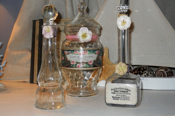 Cherry blossom set, these are great for storing your regularly used bathroom items such as bath bubble, bath salts, Epsom salts, mouthwash, astringent baby oil... the list goes on, display your everyday items in a pretty yet functional way!