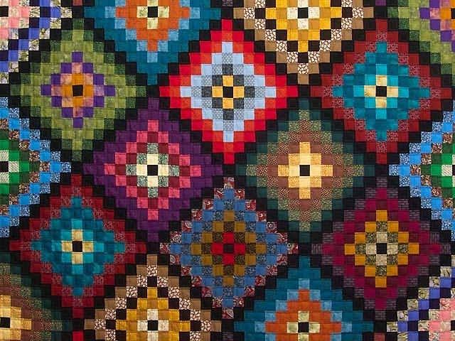 Fiesta Quilt -- outstanding made with care Amish Quilts from Lancaster (hs5332)