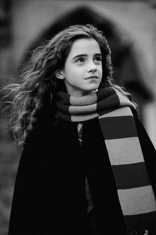 #wattpad #fanfiction Je suis Hermione Granger, en 8eme année à Poudlard, école de sorcellerie. J'aime beaucoup mes amis, je suis très intelligente, et cette année, mon pire ennemi va devenir mon super ami( ou pire ami...). Entre rire, pleure, torture,