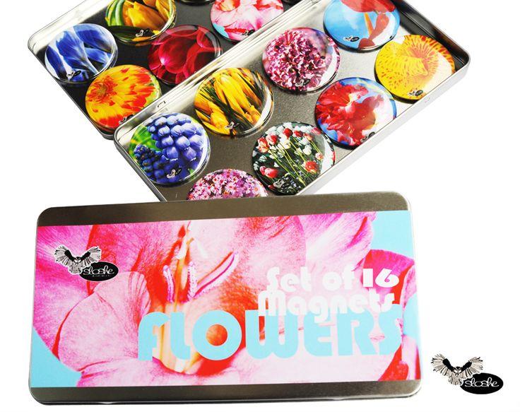 Zestaw 16 magnesów 5,6cm w metalowym opakowaniu ze zdjęciami kwiatów