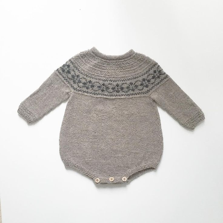 """210 Likes, 7 Comments - Anne-Sophie Velling (@nordiskstrik) on Instagram: """"Favorit romper #puttygenser #knitformykid #barnestrikk #babystrikk"""""""