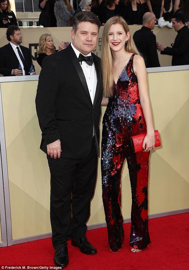 Stranger Things Natalia Dyer Joins Cast At Sag Awards Stranger
