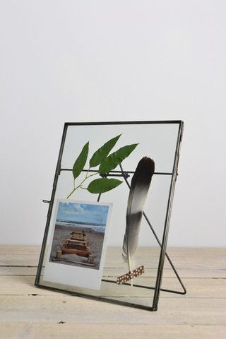 Double sided picture frame: standing