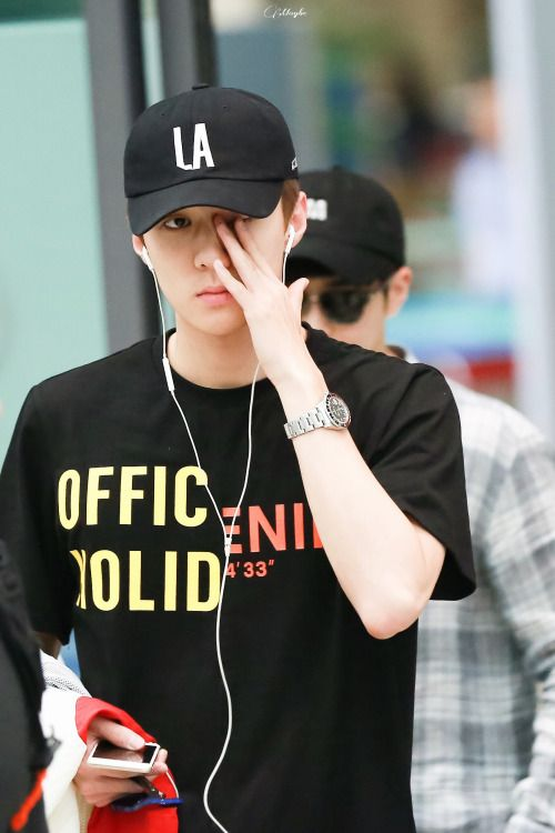 Sehun - 160901 Incheon Airport, arrival from Hawaii Credit: Maybe Mustbe. (인천공항…